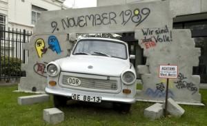 Installation im Garten der deutschen Botschaft in Den Haag.